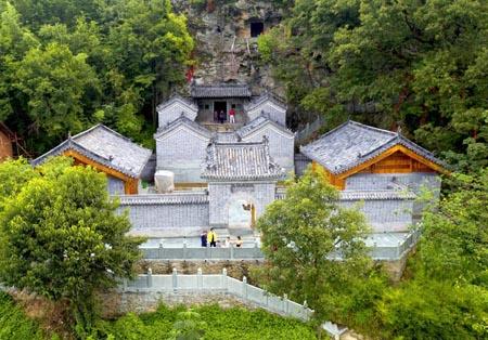 10月18日凌晨5时许,湖北房县尹吉甫镇万峰山麓附近的青峰,万峪,沙河